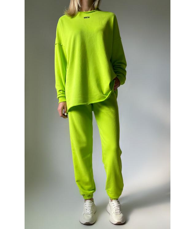 Sweatshirt with untreated seams